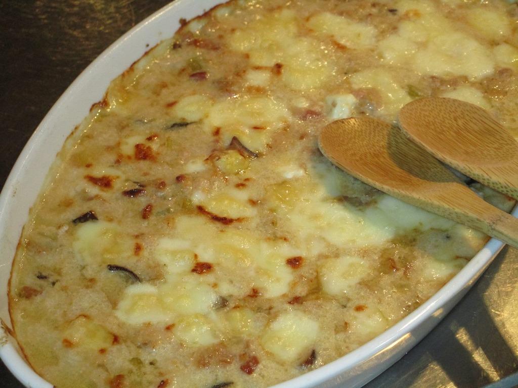 おすすめメニューその1☆『鹿肉と野菜のゴーダチーズグラタン』 脂身が少なくヘルシーな鹿肉と、とろける自家製ゴーダチーズ、新鮮お野菜の織りなすハーモニー♪絶品です!