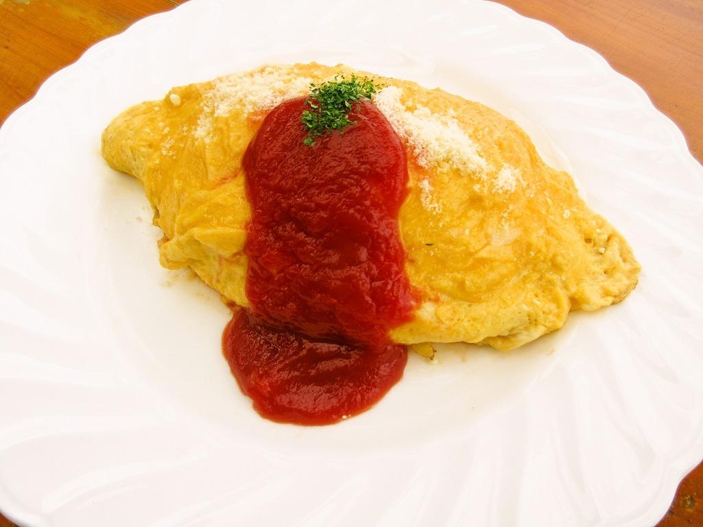 スプーンを差し込むと卵の中に閉じ込めた、ミルクとチーズの香りがふんわり漂います(*^_^*)