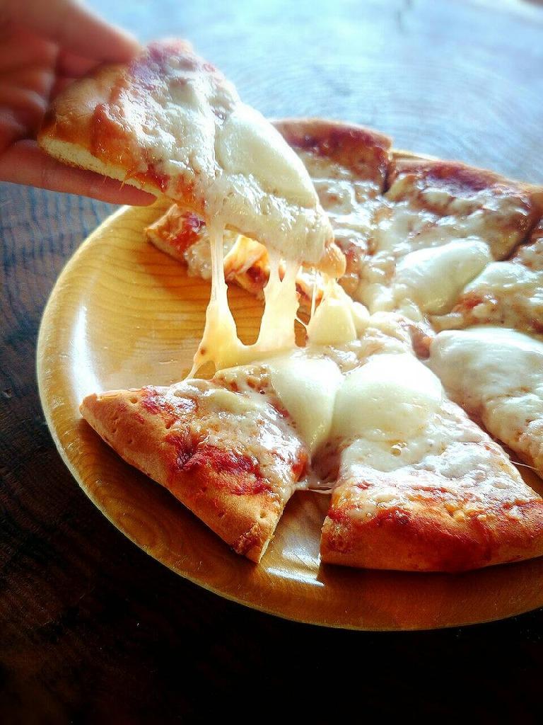 温めるとチーズがとろとろに♪ 生地はサクサク、ふわふわです★