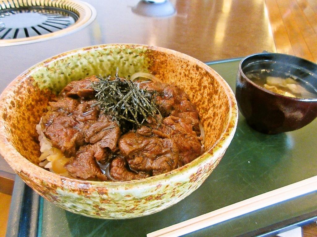 特製ダレに絡めたお肉も柔らかくしっかりした美味しさ♪(柚子こしょうにもあいますよ~)