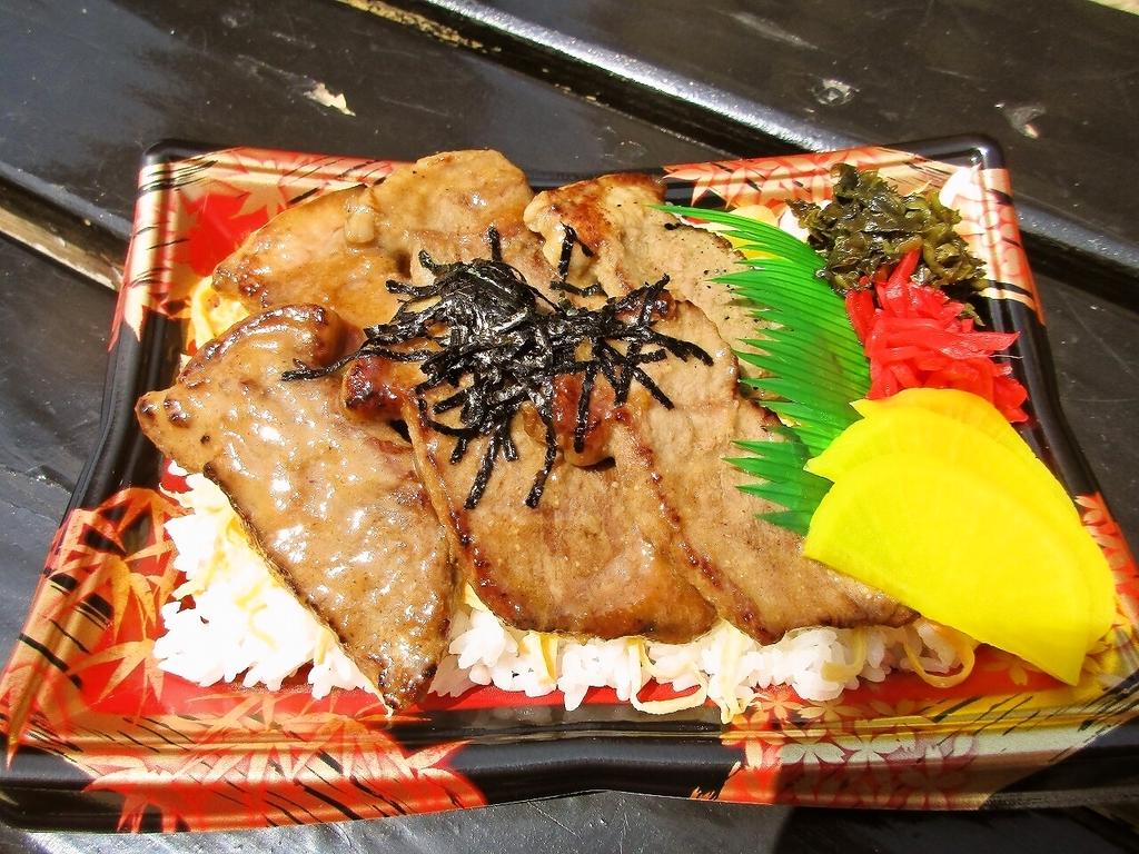 牛味噌漬け弁当 (税込831円)