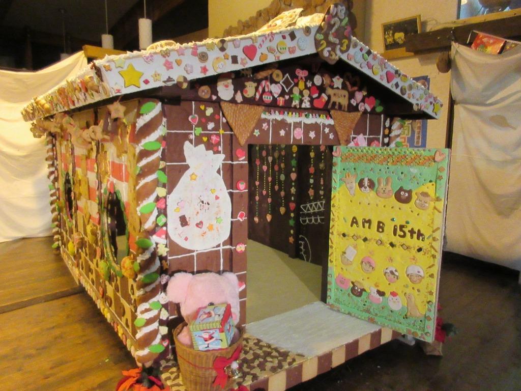 去年の『お菓子の家』。今年はどんなデザインかな!?