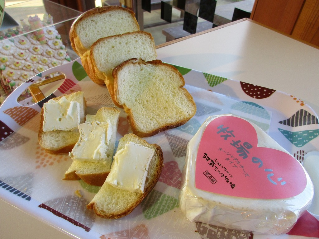ヌーシャテルチーズは冬期限定の為お早めに~♪