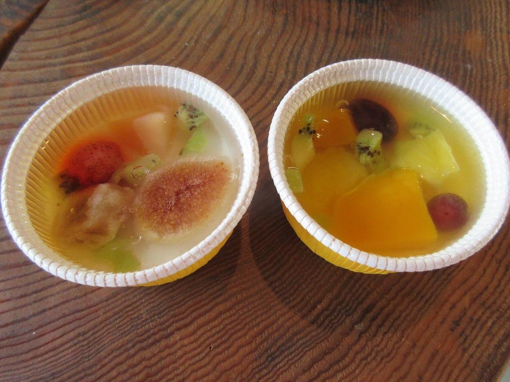 左:ヨーグルトババロアのフルーツゼリー/右:フルーツゼリー&プリン
