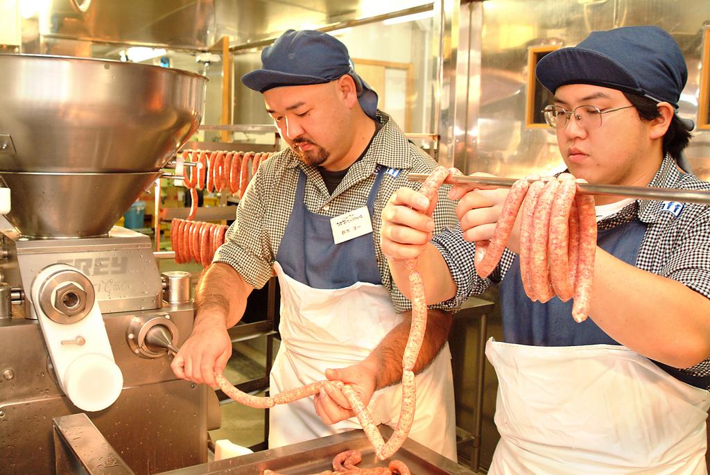 熊本県産のお肉のおいしさを伝えたくて、オリジナルの肉製品づくりに取り組んでいます。