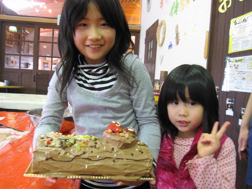 かわいい2人の女の子☆ケーキを見せてくれました~♪