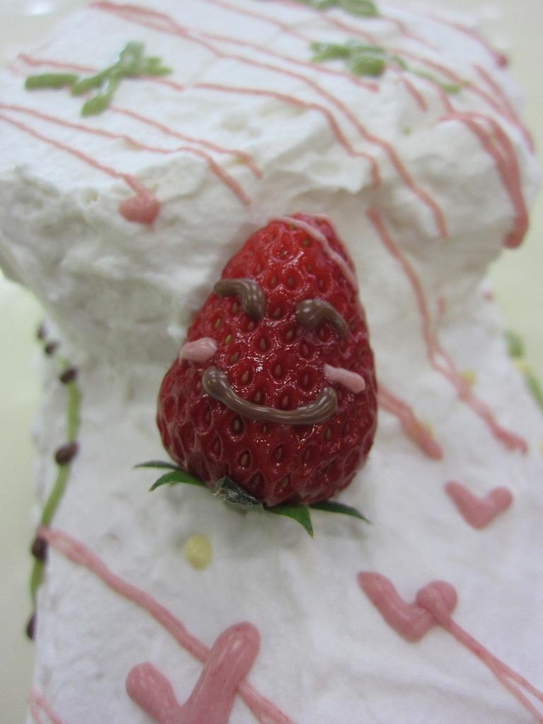 イチゴをのっけたら完成~☆