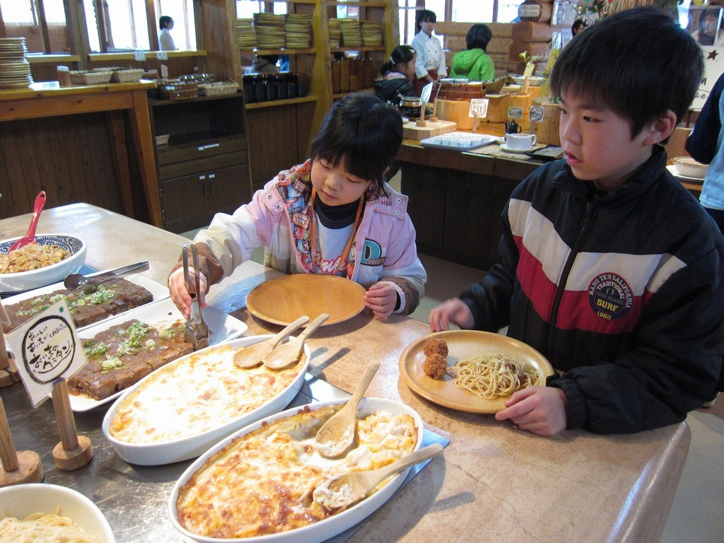 お昼は、牧場の自然食バイキング☆デザートまで、お腹いっぱい食べました~♪