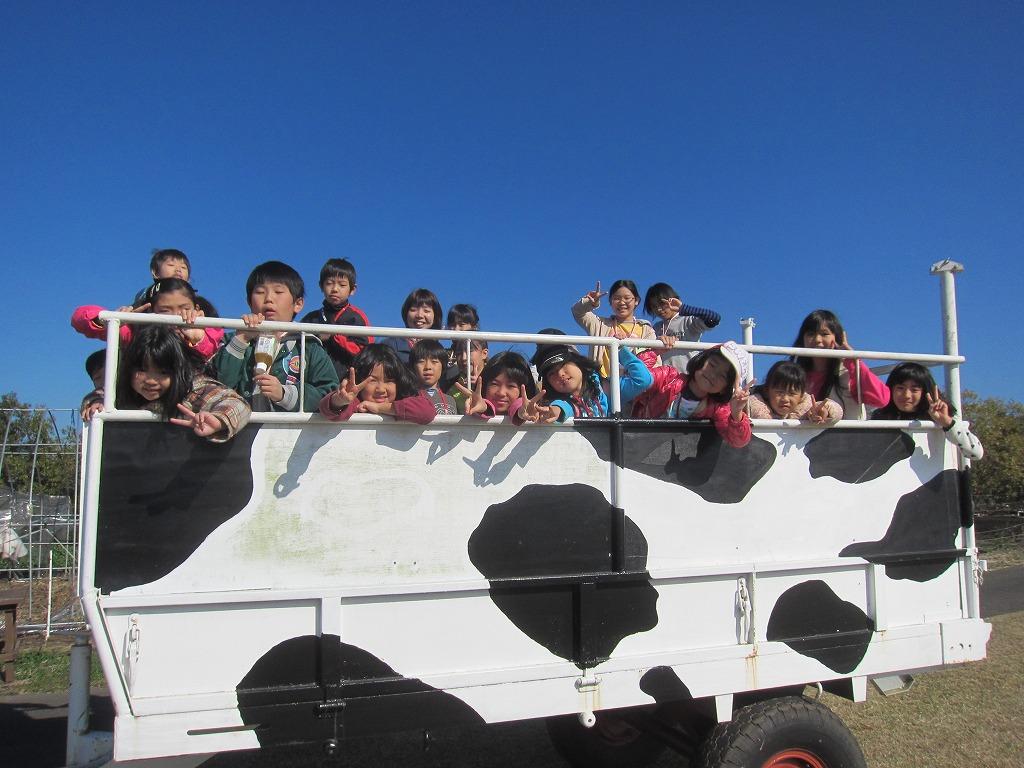 特別『草原トラクター』☆みんなの表情も、お空も、晴れ晴れと…~!ちょっとまぶしかったかな♪