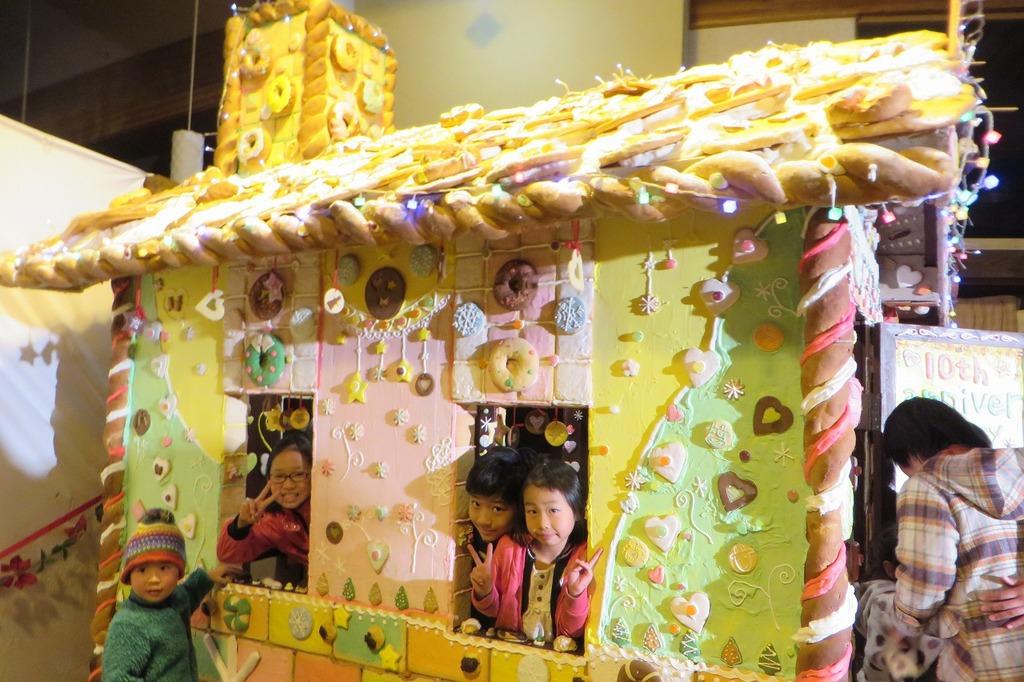 お披露目会の日は、特別にお菓子の家の中に入れますよ~