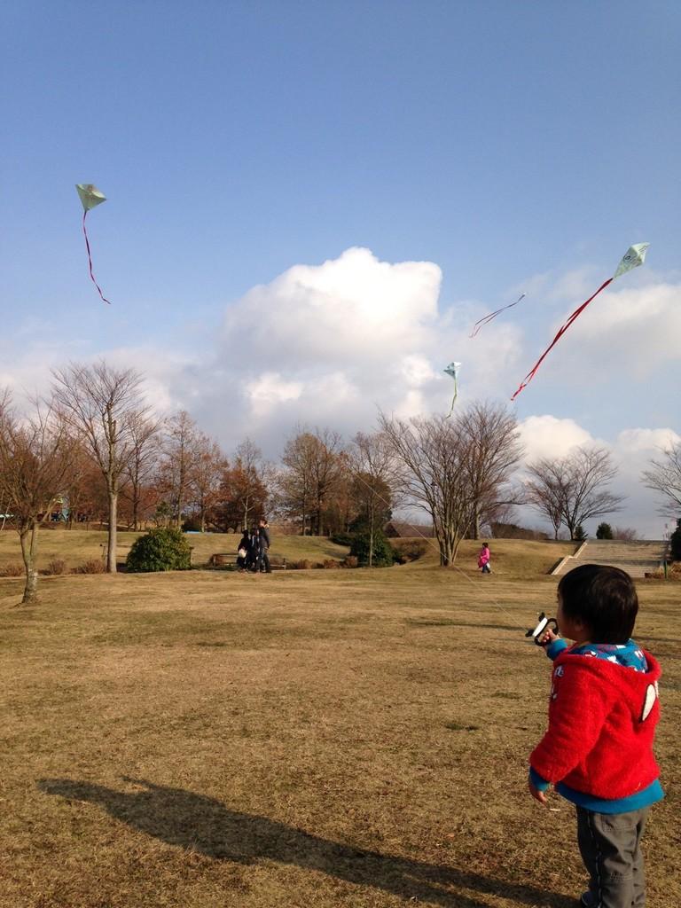 2・3・4日で行われた『凧つくり体験』なんと、2才!立派に飛ばしています☆