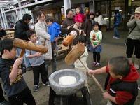 今日は年最後の会員さまイベント『ペタペタ餅つき&鏡餅をつくろう!』の日でした☆