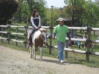 ポニーの乗馬体験(営:土・日)は、今日も大人気!